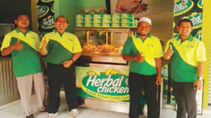 Yayan Suryana, Luqman Hakim, Irfan Fauzan adalah Tiga Santri Pelopor Herbal Chicken Resto