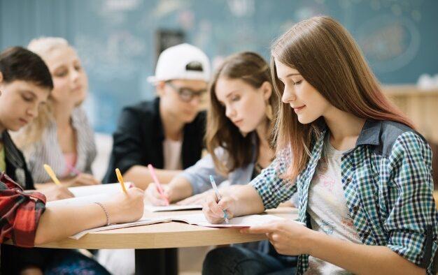 Komersialisasi Pendidikan, antara Bisnis dan pengabdian