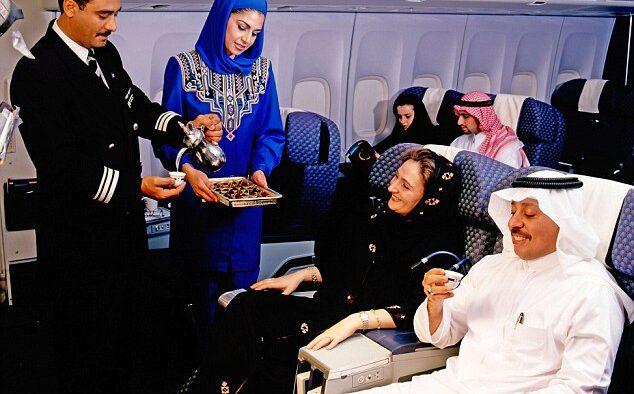 Larangan Berpakaian yang Mengumbar Aurat di Pesawat Saudi Airlines