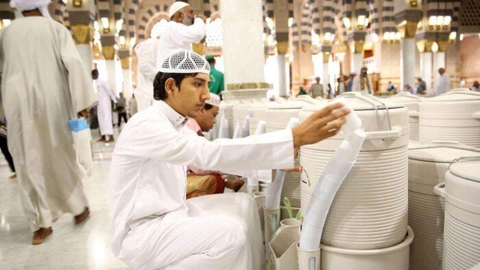 Air Minum di Masjid Arab Saudi