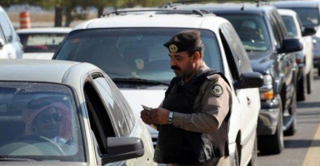 Saksikan Bagaimana Polisi Menghentikan Mobil yang Berniat Kabur dari Pemeriksaan