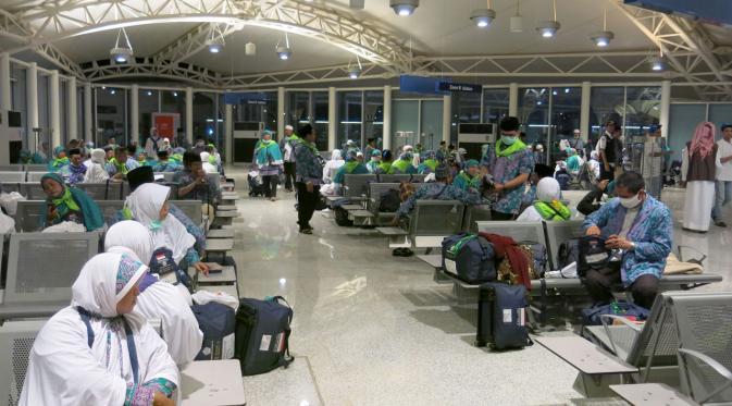 Pengalaman Ustadz Muflih Safitra di Terminal Haji Jeddah