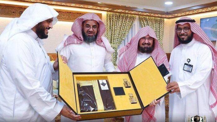 Hadiah Dari Syaikh Sudais Untuk Para Imam Masjidil Haram