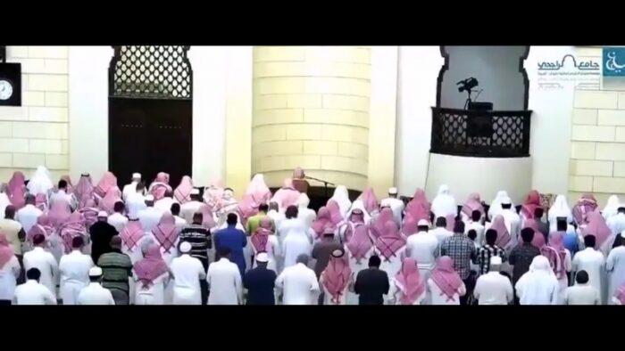 Video: Karena Kelelahan, Imam Shalat Mundur Digantikan Jemaah di Shaf Pertama