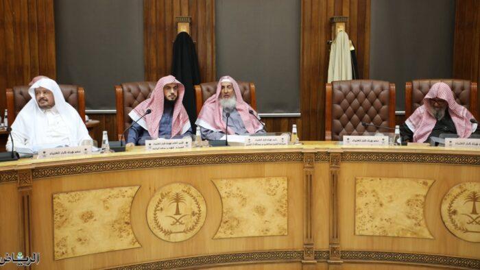 Virus Corona: 3 Fatwa Kibar Ulama Arab Saudi Tentang Shalat Jumat dan Jamaah di Masjid