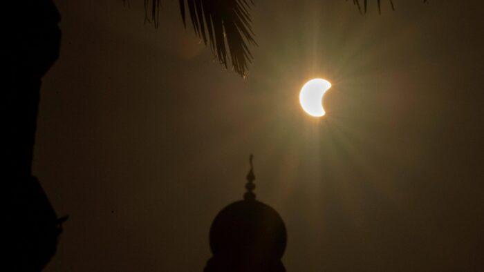 Penampakan Gerhana Matahari di Beberapa Wilayah Arab Saudi