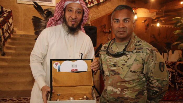 """Cara Lain """"Wahabi"""" Saudi Mengislamkan Orang Dengan Hadiah dan Akhlaq"""