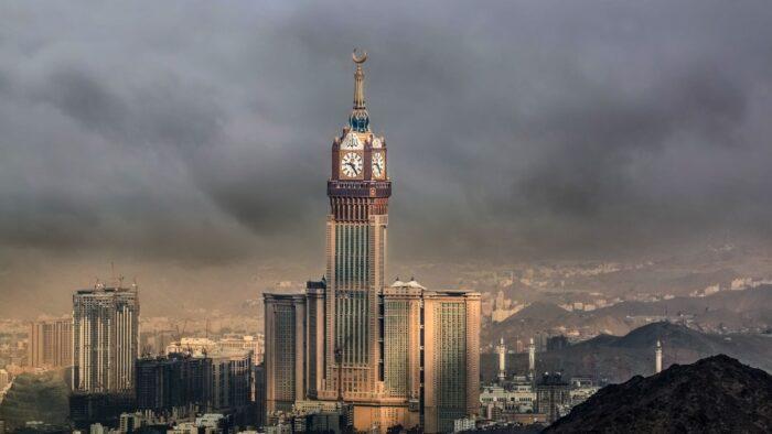 Magnet yang Menarik Warga Indonesia Bekerja di Arab Saudi