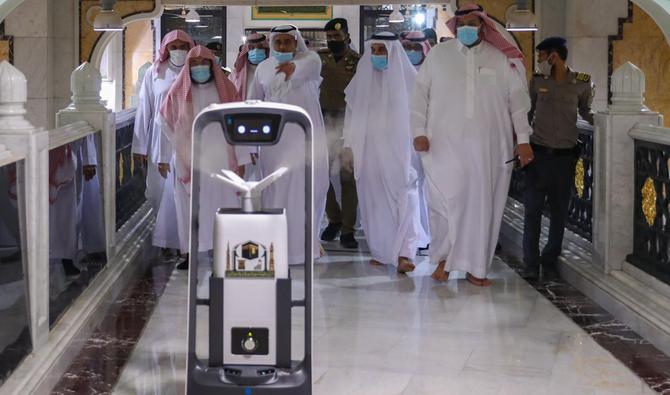 Robot Sanitasi di Masjidil Haram Akan Diperbanyak
