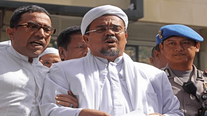 Eremnews: Dai Kontroversial Indonesia Habib Riziq Shihab Ditangkap