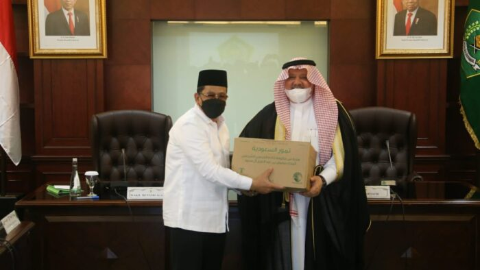 100 Ton Kurma dan 10 Ribu Mushaf Al-Quran Hibah Saudi Untuk Indonesia