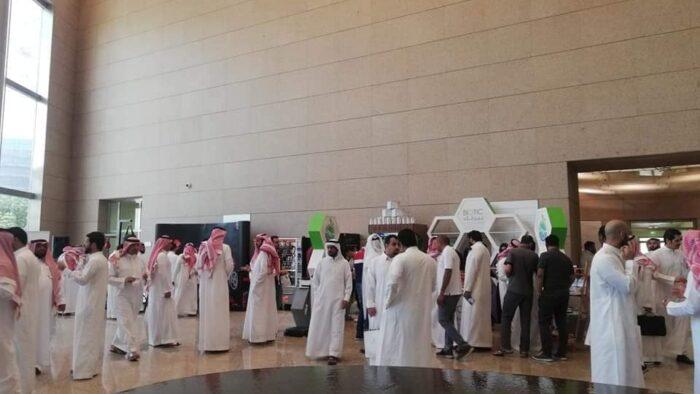 Berbagi Suasana Kerja Kantoran di Arab Saudi