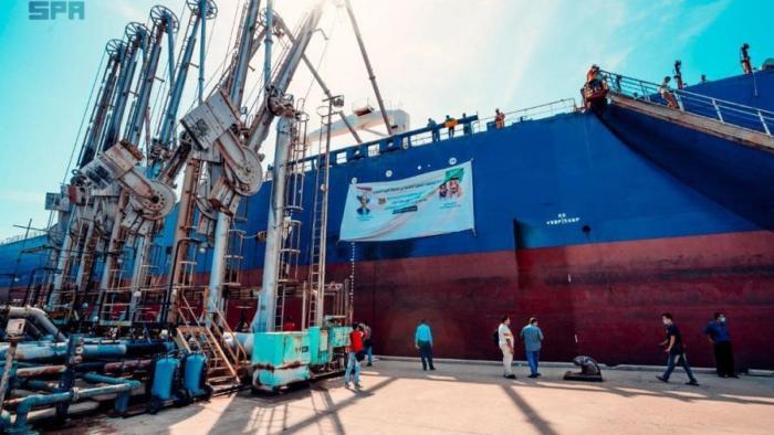 Hibah Minyak Saudi Untuk Yaman Tiba di Pelabuhan Aden